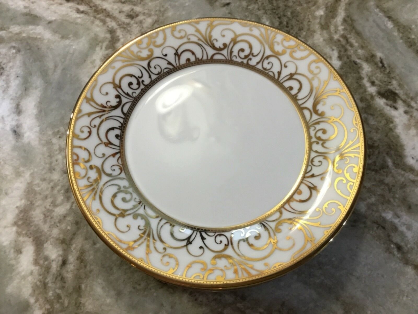 Luxe Ciroa Gold Swirl Salad Plates. Set Of 4. Weiß With Metallic Accents. New.