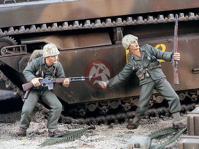 Verlinden 1 35 USMC Marines charging in Pacific War WWII Set I (2 Figures) 1737