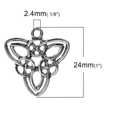 A Choker necklace made with a gorgeous transparent pendant transparent nylon thread Measures 36cm.