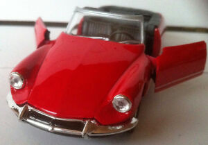 Modellauto-Citroeen-DS-19-Cabrio-Rot-Druckgussmodel-1-38-OVP-Welly
