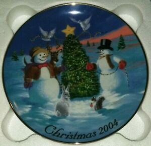2004-AVON-CHRISTMAS-Collectors-Plate-TRIMMING-THE-TREE-Dave-Henderson-EUC