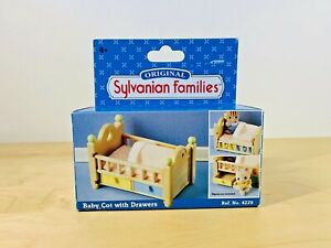 Original-Sylvanian-Families-Baby-Cot-With-Drawers-Brand-New