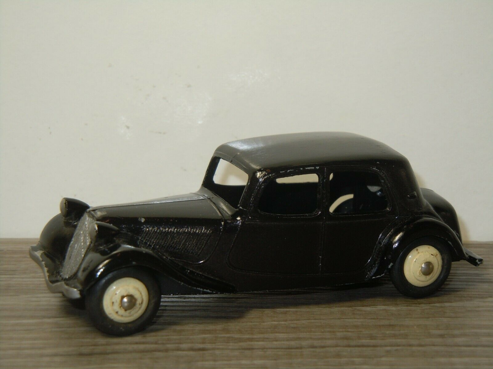 Citroen 11BL Traction - Dinky Toys 24N France 40519