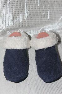 NWOT-UNIQLO-Navy-Blue-Unisex-Anti-Slip-Room-Socks-Size-M
