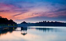 Incorniciato stampa-Rosa cieli sopra un Lakeside Gazebo (foto poster arte tramonto Lago