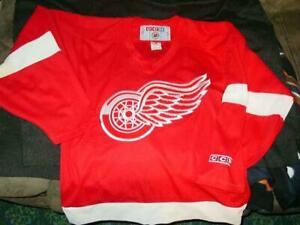 1-Vintage-NHL-DETROIT-RED-WINGS-CCM-Jersey-Shirt-size-Men-039-s-Small