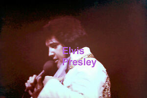 ELVIS-PRESLEY-IN-MEXICAN-SUNDIAL-SUIT-LAS-VEGAS-HILTON-1976-VINTAGE-PHOTO-CANDID