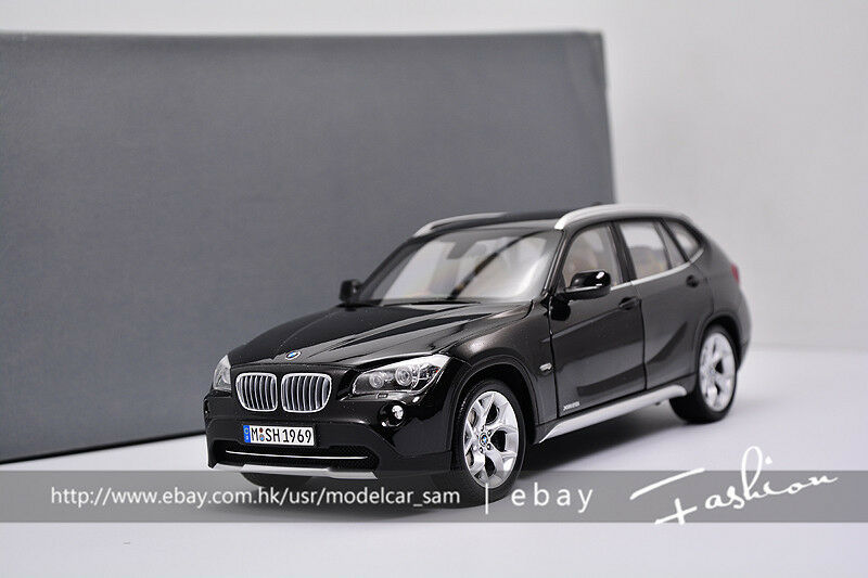 Original Factory 1 18 BMW X1 E84 sDrive 28i 2010 noir