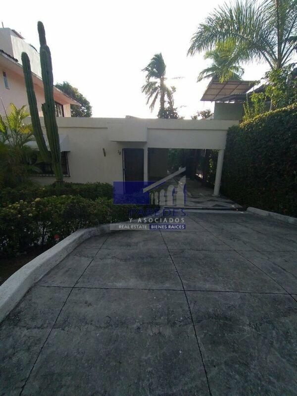 Casa Residencial en Ixtapa, 4 recamaras, paseo de las garzas (C-107)