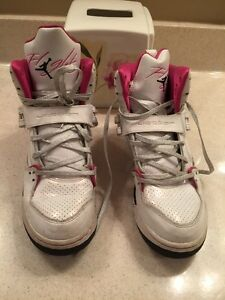 Girls-Jordon-Air-Sneakers-Size-7Y-Leather-Good-Condition