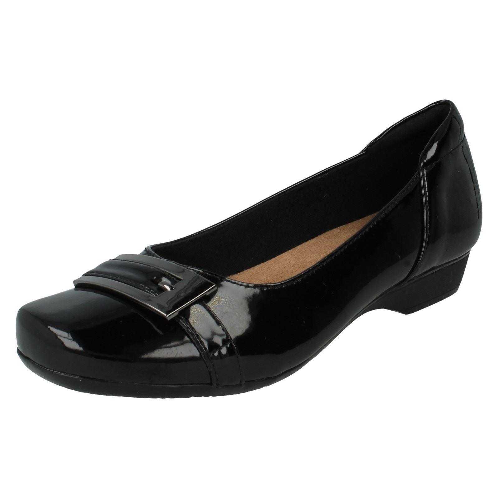 Clarks 'Blanche Westen' Damen schwarz Leder Lack Slipper 3cm Absatz Schuhe