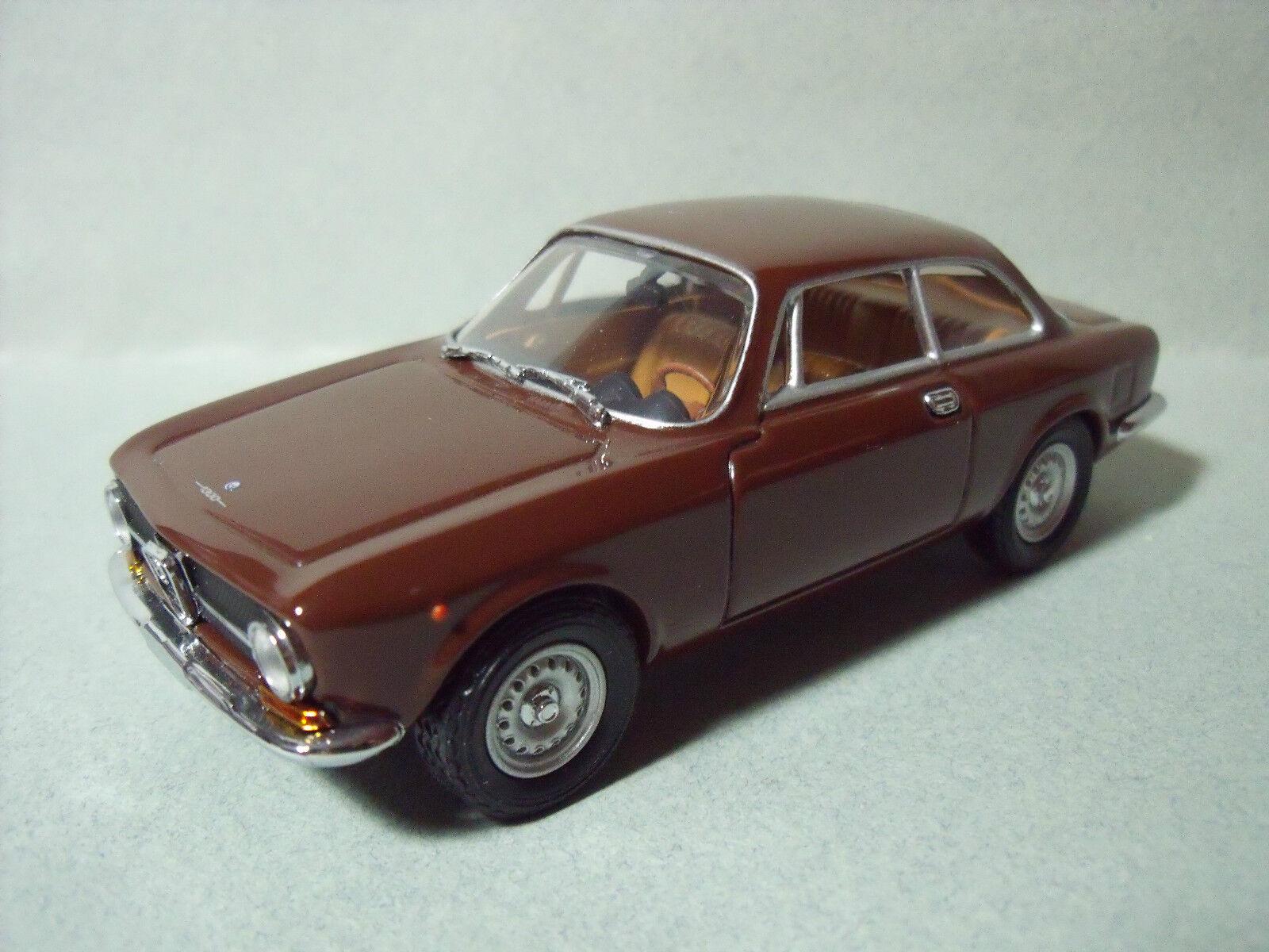 ALFA  ROMEO  1300  JUNIOR  COUPE  1969  DETAIL  CARS   1 43