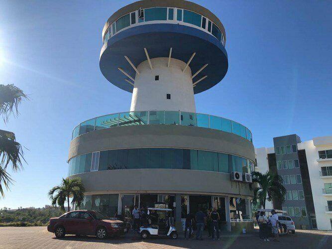 Se vende edificio icónico ubicado en Marina Mazatlán en sección la Isla
