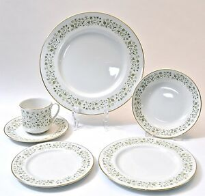Royal-Doulton-WESTFIELD-6-Piece-Place-Setting-England-11-Place-Sets-Available