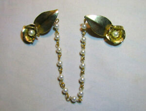 1405 Details about  /Vintage Gold Tone And Faux Pearl Leaf Sweater Clips