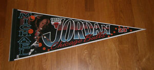 1990-039-s-BULLS-Michael-Jordan-caricature-pennant-Chicago-AIR-JORDAN-original