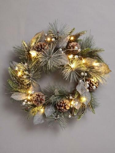 Pinecones Lit Christmas Wreath