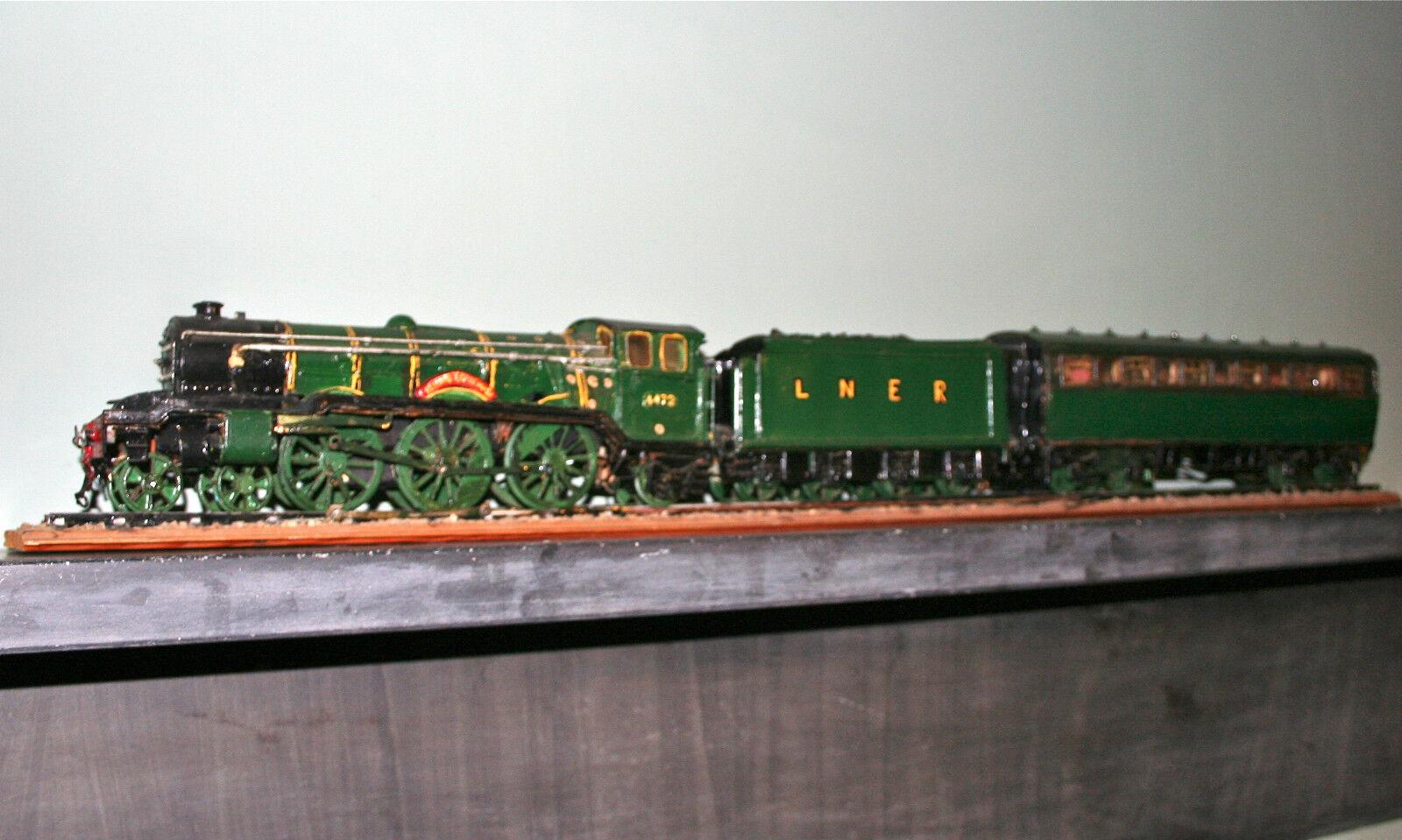 La locomotora volksman, con el eje y el vagón.Para raspar.