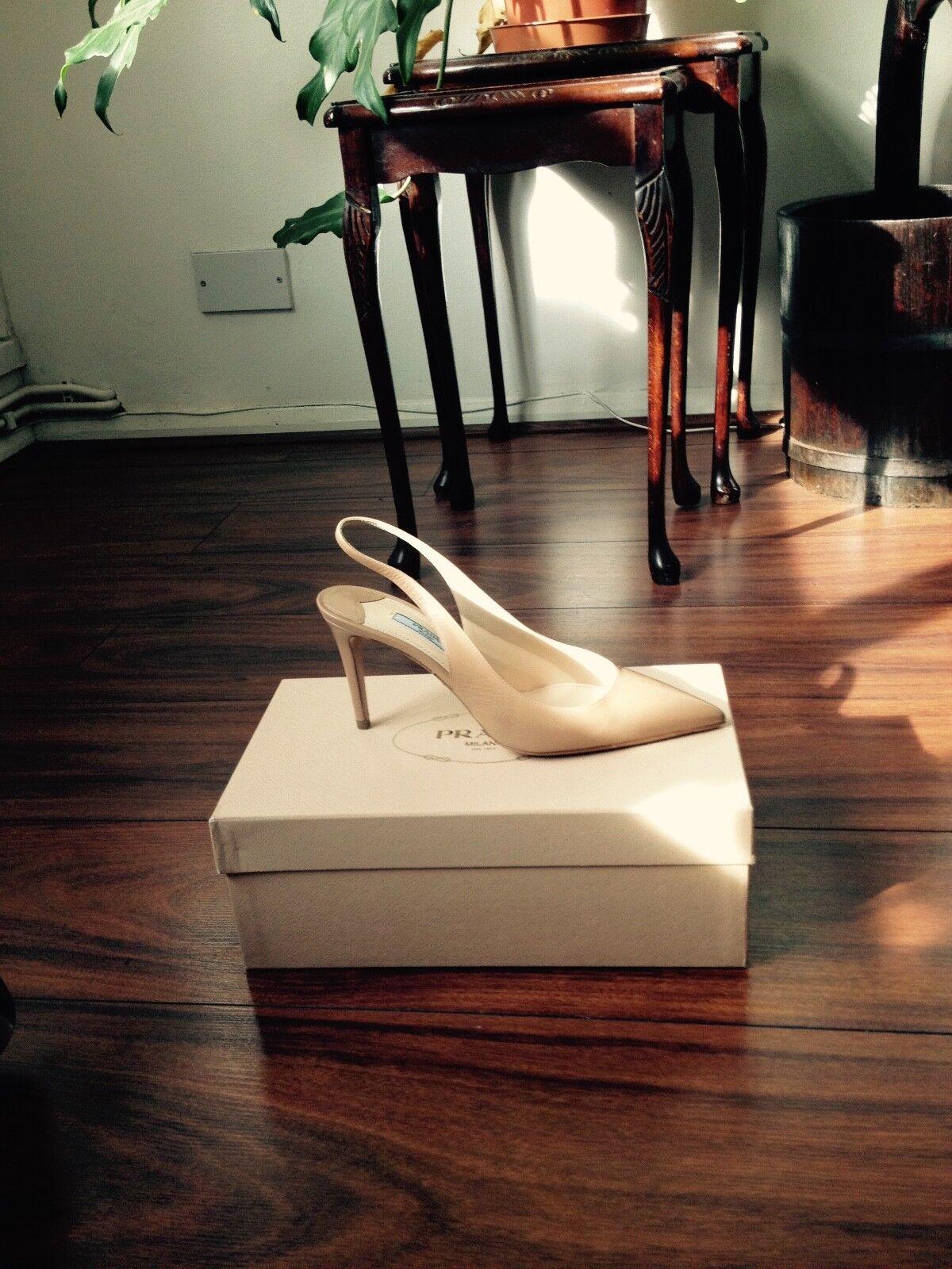 Descuento de liquidación Prada Sling Back Shoes in Beige