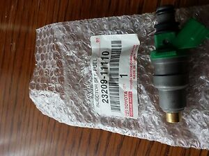 NEW-SET-OF-4-GENUINE-TOYOTA-FUEL-INJECTOR-OEM-2320911110