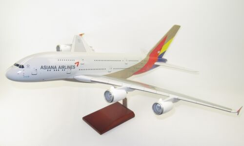 Asiana Airlines Airbus A380800 HL7625 Desk Top Display 1100 Model AV Airplane