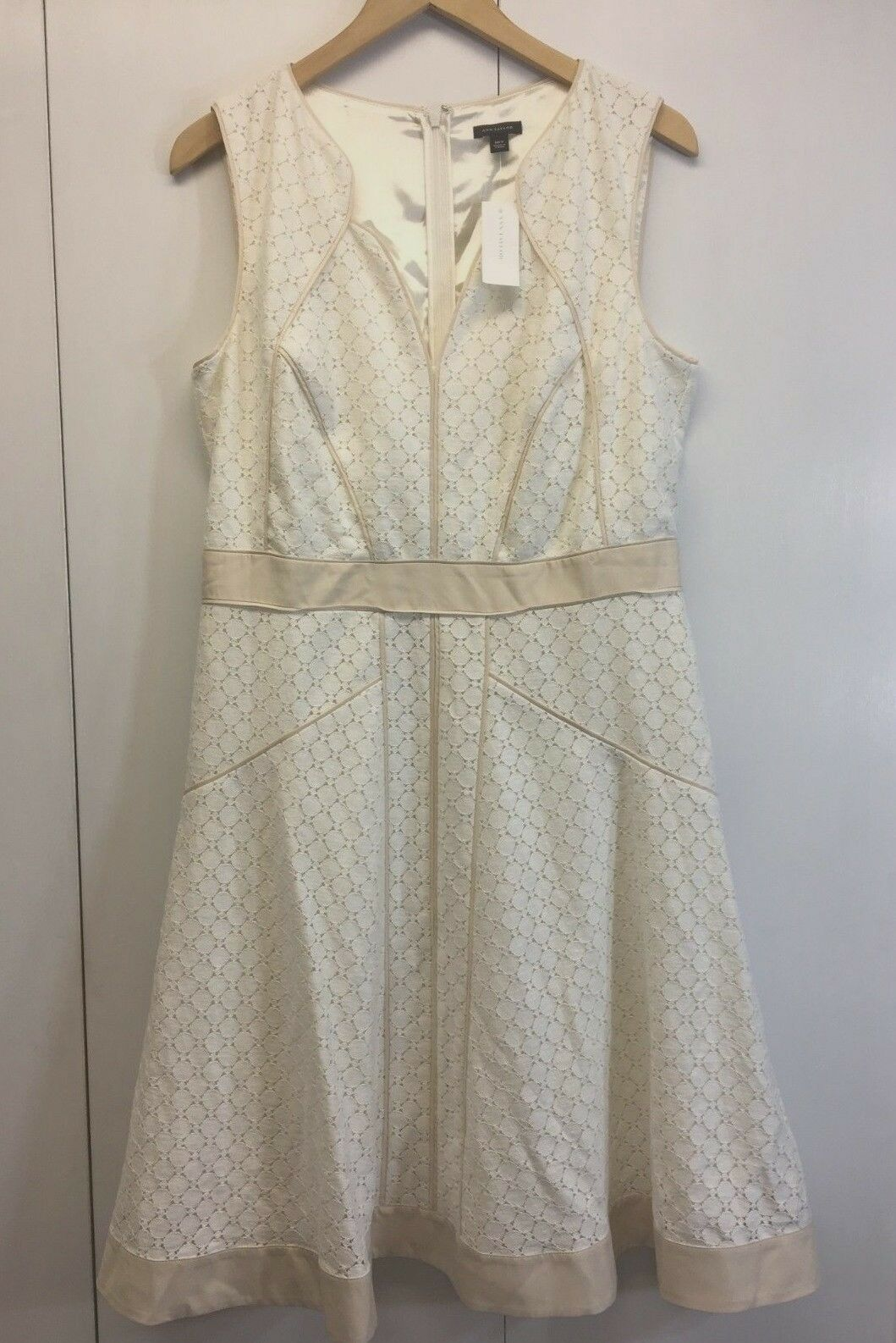 NWT  Ann Taylor Sleeveless Ivory Lace Fully Lined Dress Sz 10T