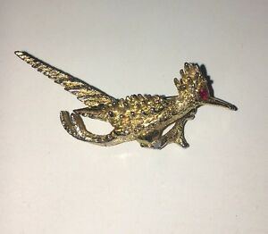 d200e5a0c448 Image is loading Vintage-Roadrunner-Brooch-Pin-Ruby-Eye-Gold-Tone