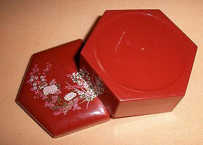 Aus Dem Ausland Importiert Schöne Eckige Schmuckdose Mit Blütenmotiv - In Rot/braun Hell Und Durchscheinend Im Aussehen