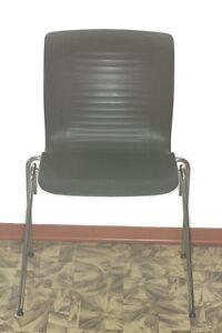 Fritz-Hansen-Designerstuhl-Alfred-Homann-Besucherstuhl-Chair-Stapelstuhl-Stuhl