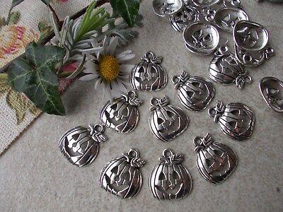 20 x Pumpkin Halloween Silver Tibetan Metal Charms, Pendant, Jewellery Making