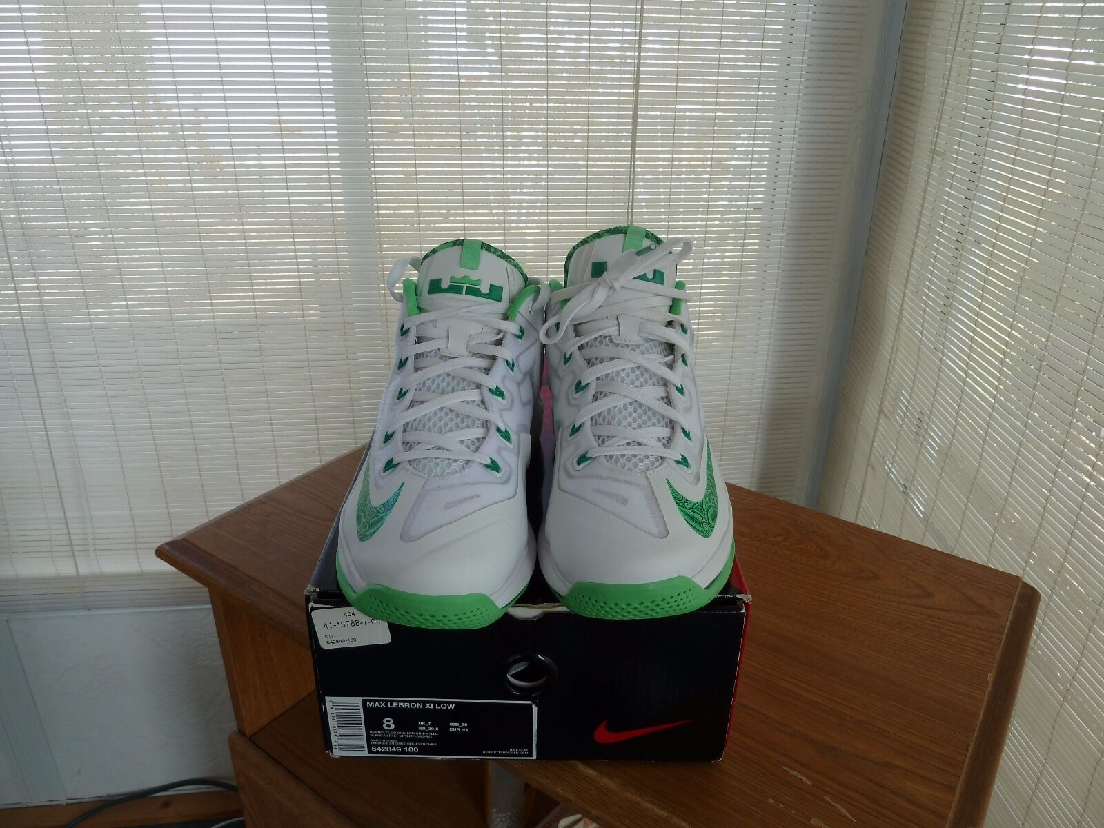 New Men's NIKE Lebron 11 Low Easter  in box size 8 REAR TO FIND