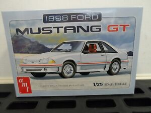 1:25 AMT 1988 Ford Mustang GT 5.0 Plastic Model Kit *MISB*