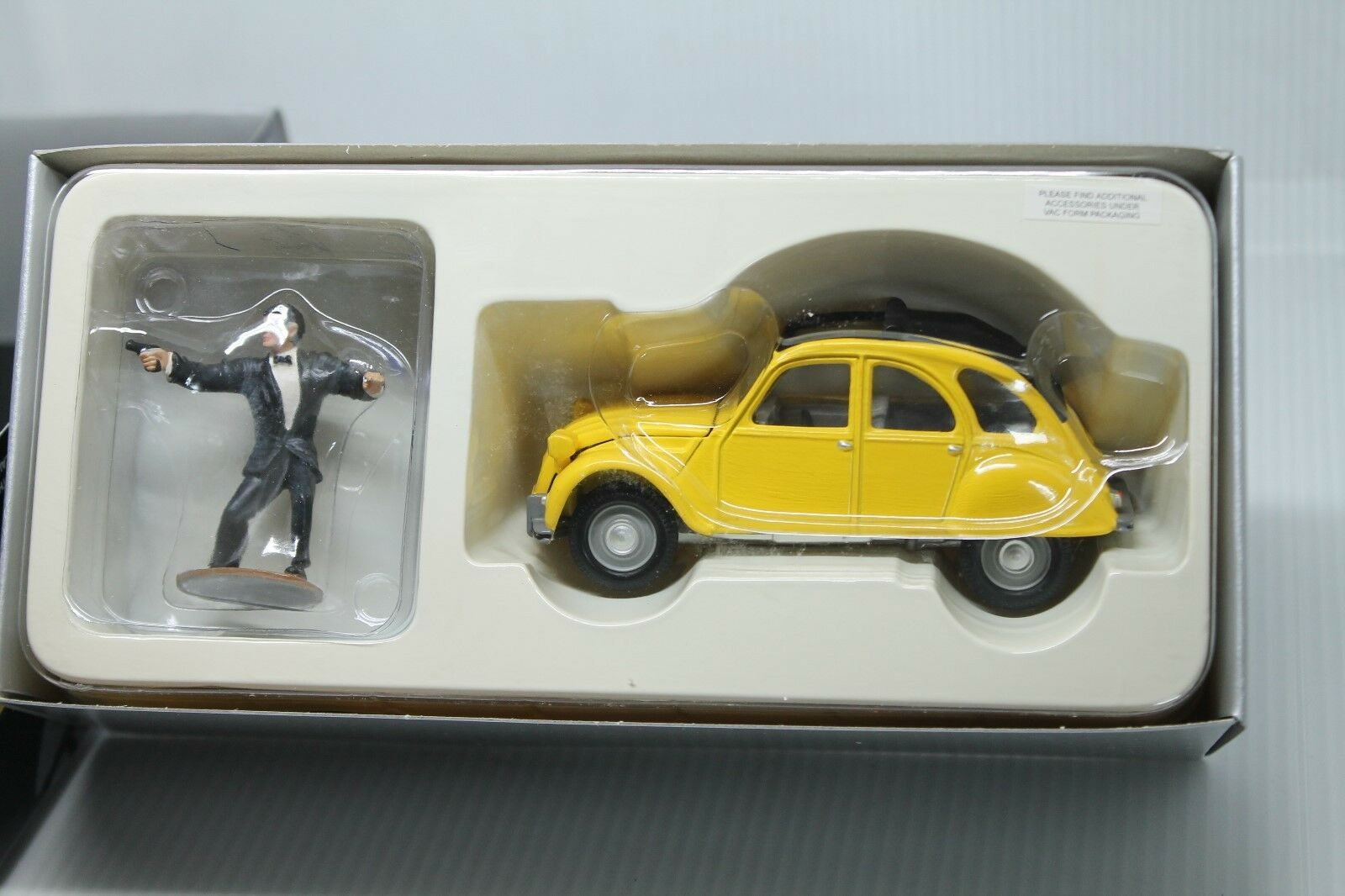 Corgi toys Collection  citroen 2 CV CV CV  James Bond  embalaje original  1 36  con figura 77536e
