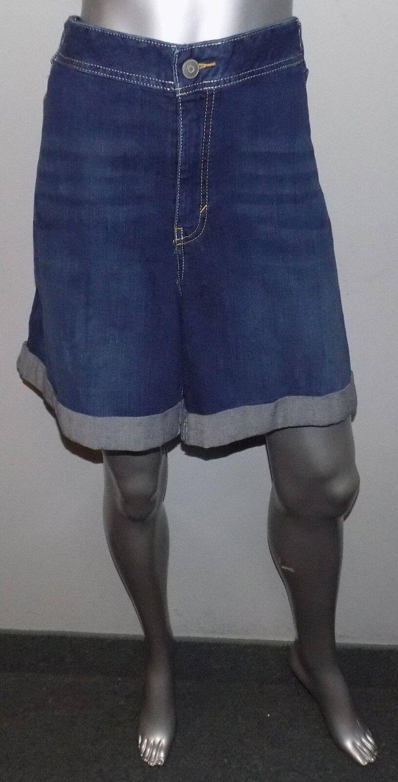 LANE BRYANT NWT Medium bluee Whisker Wash Cuffed Leg Jean Shorts Plus sz 26 26W