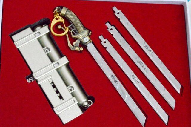 Attack on Titan Shingeki no Kyojin GIFT BOX 3D Vertial Maneuver Gear Metal Model