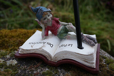 97226 Figurine Troll Lutin Sur Son Livre Porte Crayon Heroic Fantasy Corrispondenza A Colori