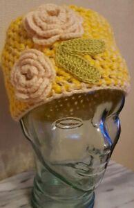 100% De Qualité Hand Crocheted Beanie/cloche Chapeau Avec Fleur, Jaune ** Entièrement Neuf Sans étiquette **
