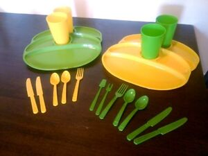 Vintage-20-Pc-Lot-Children-039-s-Dinnerware-Play-Set-Toys-Camping-Dishes-Plastic-USA
