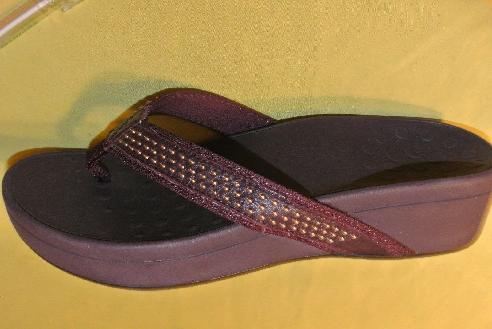 Womens  Vionic BURGANDY Studded Thong Sandals  podiatrist design size 10 W New