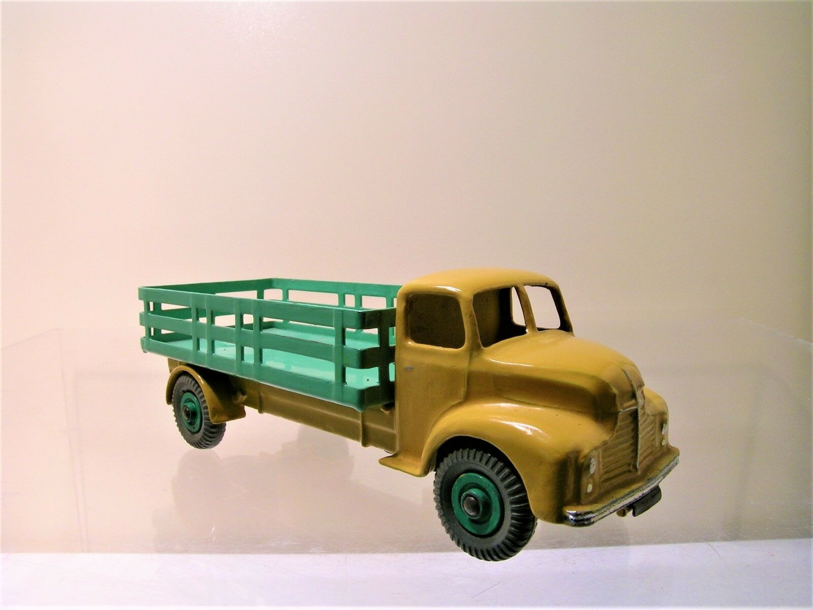 DINKY SUPERTOYS LEYLAND COMET LORRY LORRY LORRY WITH STAKE BODY YELLOW GREEN1949 1 43 28dcfb