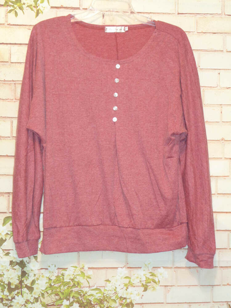 Pretty Plus Top Marled with Accent Buttons. size 4XL 5X