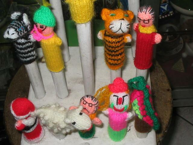 LOT 100 HANDWOVEN AND HAND KNIT FINGERS PUPPETS FROM PERU
