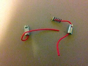 2-x-Ba9s-Seite-Lampe-Standlicht-Gluehbirne-9mm-Bajonett-Adapter-Halter-Socket-Plug-Federn