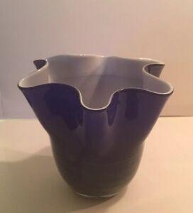 LOVELY MURANO STYLE ART GLASS COBALT BLUE & WHITE CASED SWIRL FREE FORM VASE