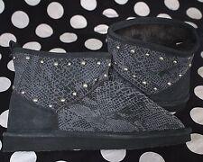 Victoria's Secret PINK sz M(7-8) ~Fur-Lined Mukluk~ Gray snake, studded BLI