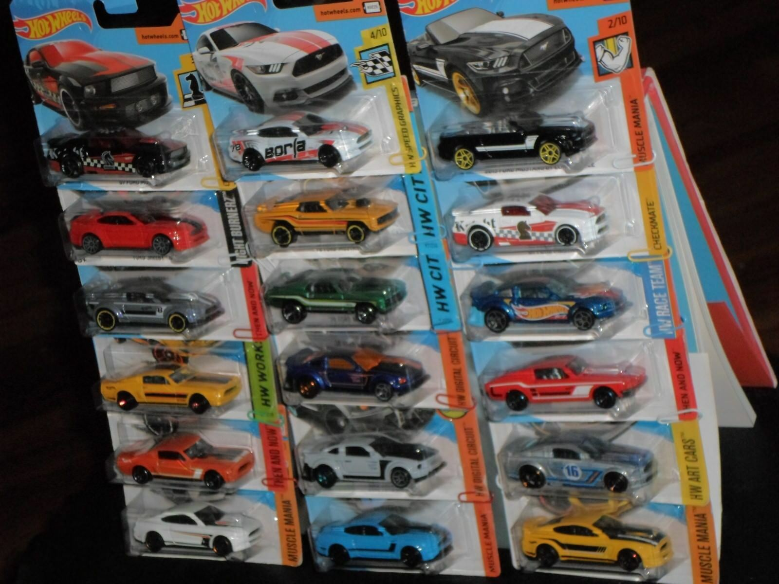 Hot Wheels Ford Mustang 18 x