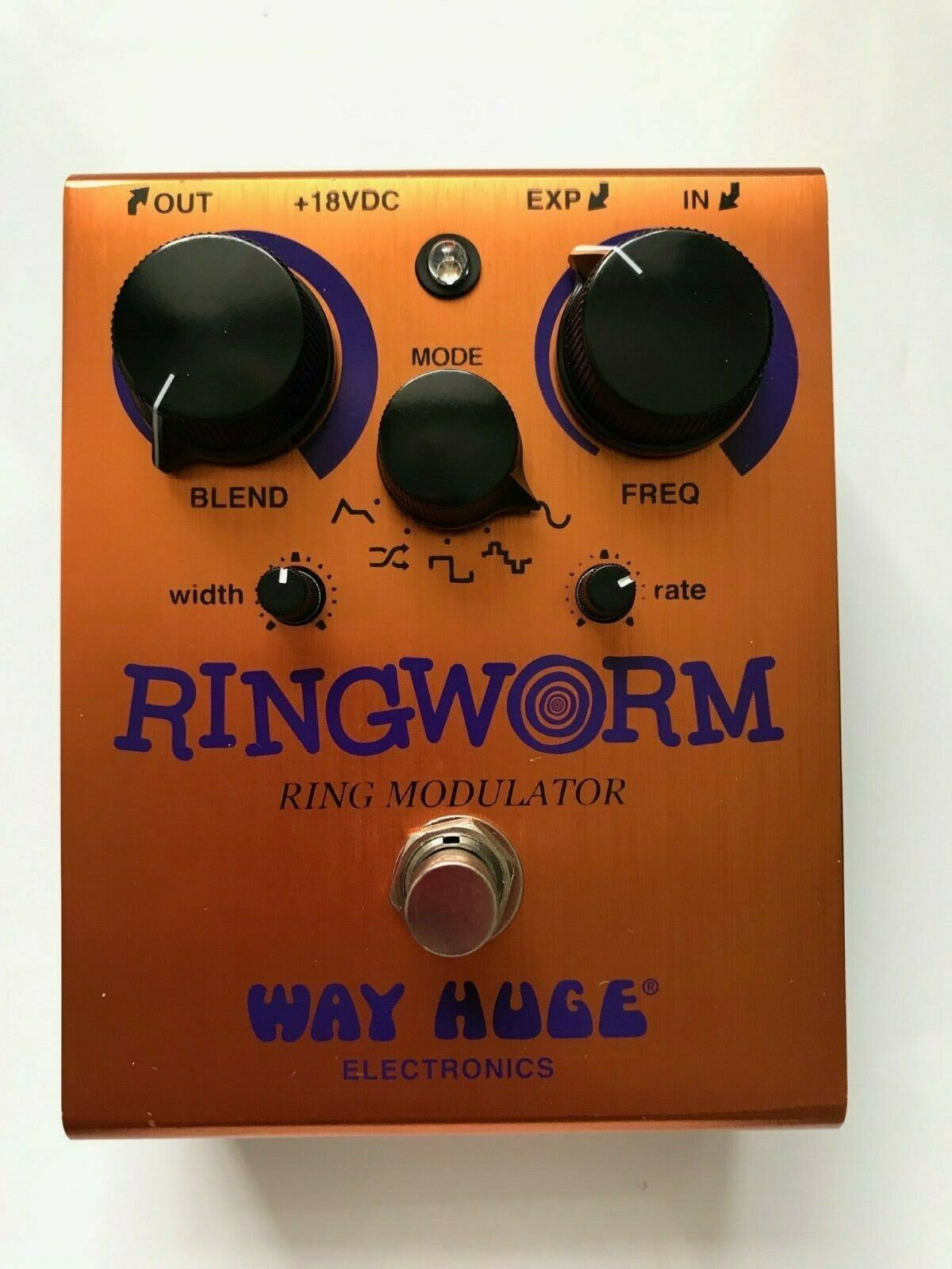 Way Huge Ring Worm WHE606