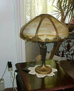 NICE-QUALITY-LARGE-ANTIQUE-8-PANEL-CURVED-CARMEL-SLAG-GLASS-TABLE-LAMP-C-1911
