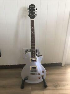 Xaviere XV 500 LP style guitar