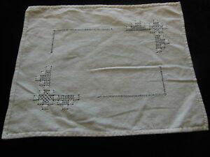ancien-napperon-blanc-broderie-ajoure-rectangulaire-23-5-sur-28-5-cm